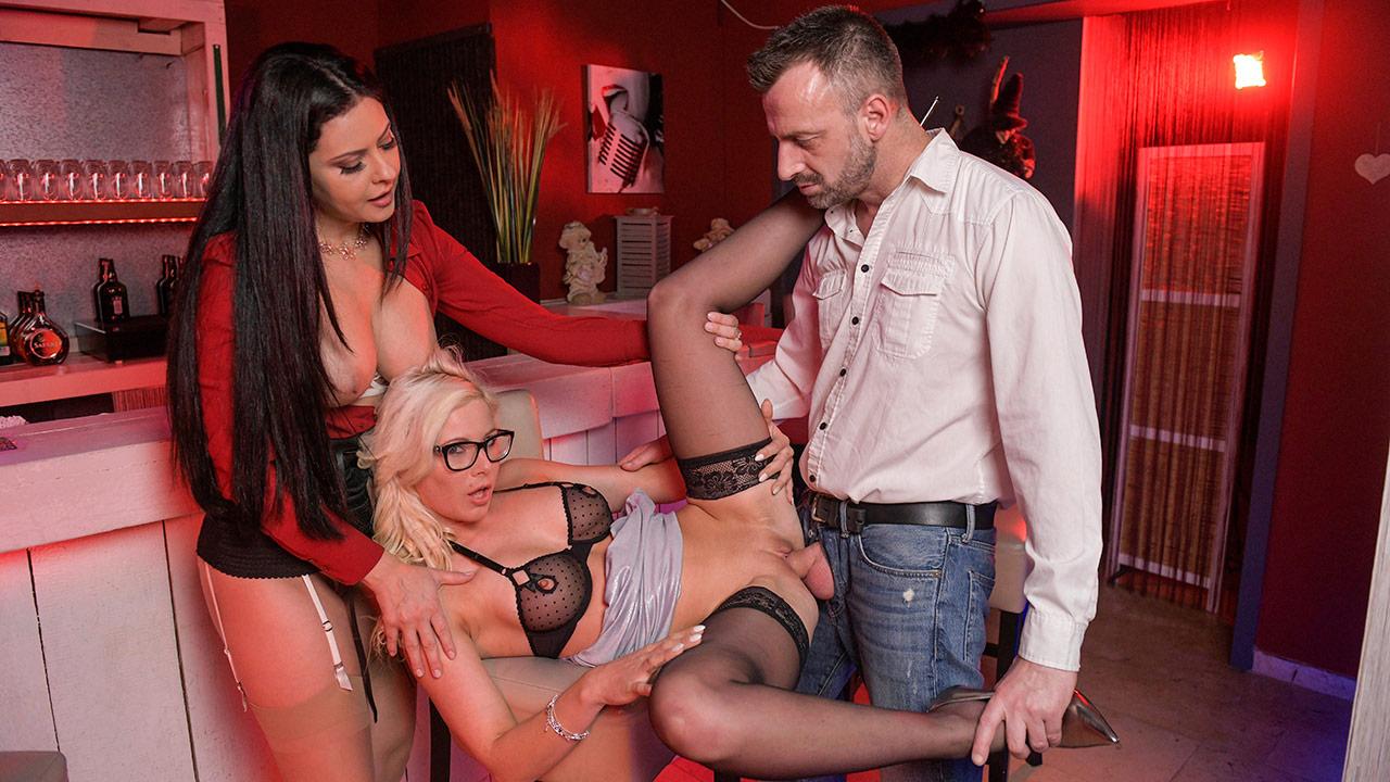 Trio with Mariska – Mariska offers her friend to Pascal